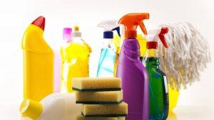 Muere una mujer tras mezclar dos productos de limpieza para desinfectar su casa