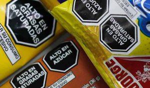 Gobierno permitirá el uso de octógonos adhesivos a productos importados hasta marzo de 2022